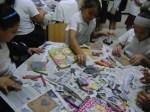 Manipulando papel reciclado y texturas